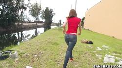 Brooke Van Buuren gives an amazing deep blowjob