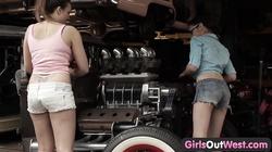 GirlsOutWest - Aussie lesbians in the garage