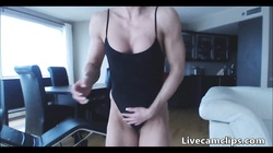 Hot female bodybuilder breaks a dildo with her pussy