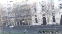 masturbation sur le balcon au centre de Madrid