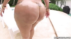 Big-butt Latina posing naked and getting a huge dick!