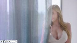 VIXEN Kendra Sunderland has sexecutive meeting with her boss