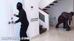 BANGBROS - Curvy MILF Sara Jay Fucks A Burglar (ap15985)