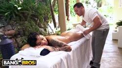 BANGBROS - Perfect Massage For Ebony Babe Honey Gold Ends With A Load